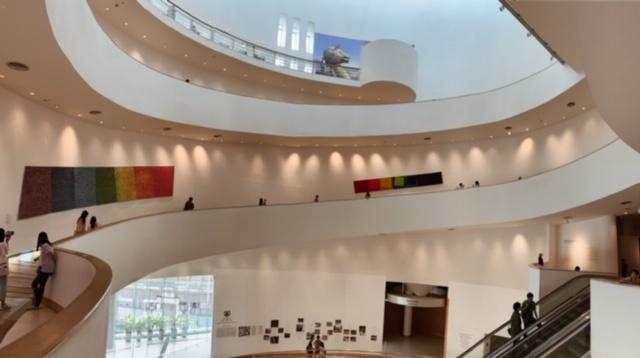 Bild des Innenraums des Art und Culture Centre in Bangkok
