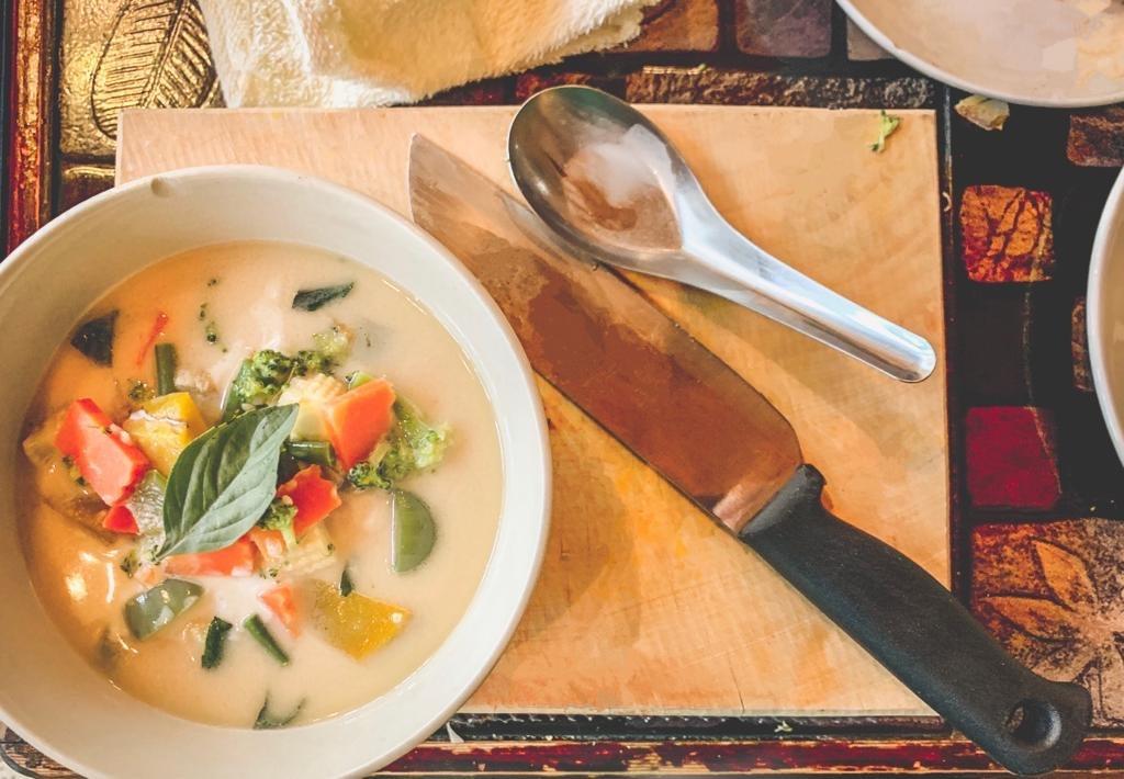 Frisches veganes Massaman Curry mit Tom Yum Paste